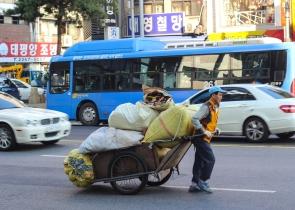carrying-stuff_15544283332_o