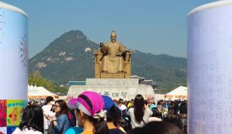 king-statue_15357775830_o