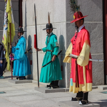 palace-guards_15357192648_o